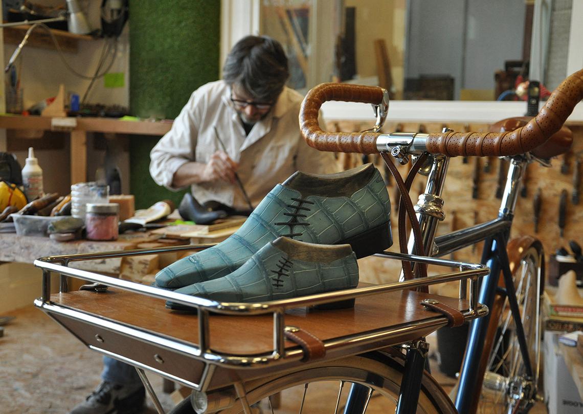 Christophe Cortay - Atelier du Tranchet pour Maison Tamboite Paris - Souliers d'artistes et vélos d'artisans